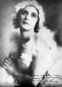 Anna_Pavlova_in_costume_for_the_Dying_Swan